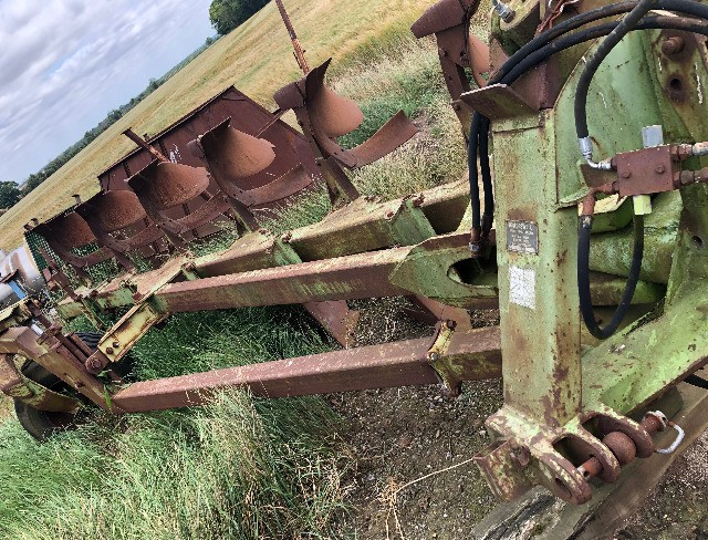 Dowdeswell DP6 6 Furrow Reversible Plough