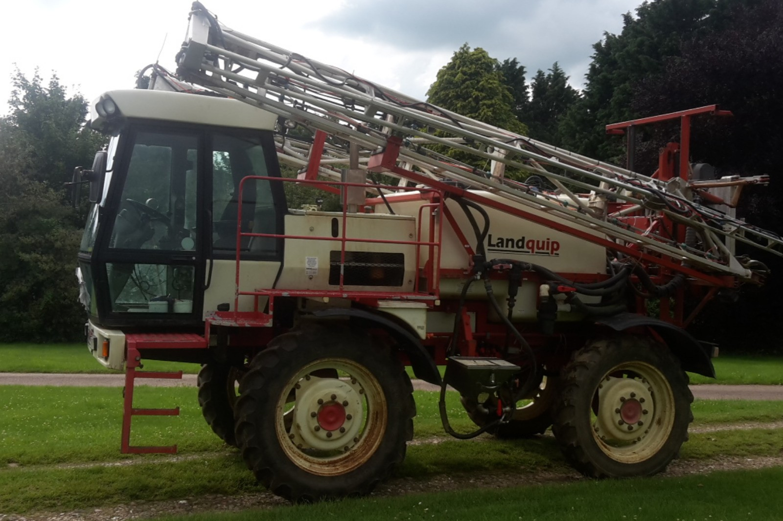 Landquip Self-propelled Sprayer