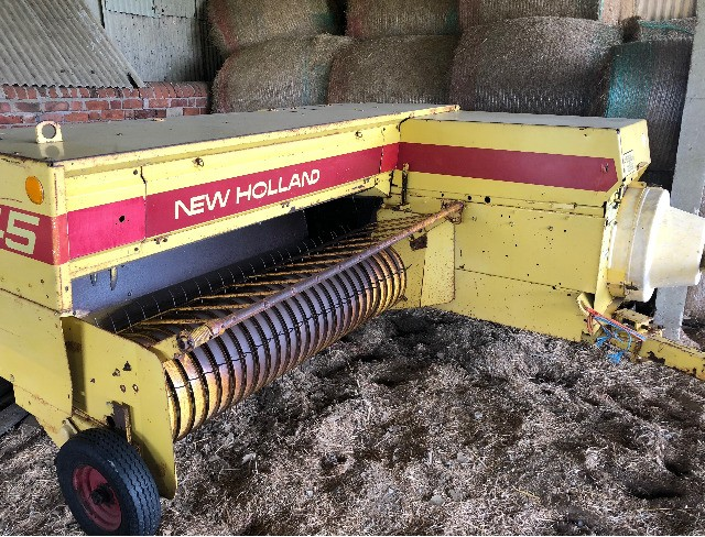 New Holland 945 Baler